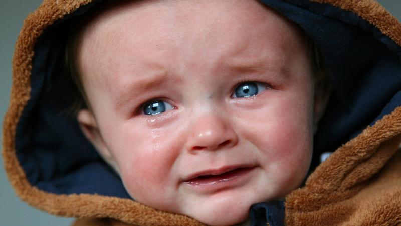 Kinder, Fieber: Ein weinendes Baby.